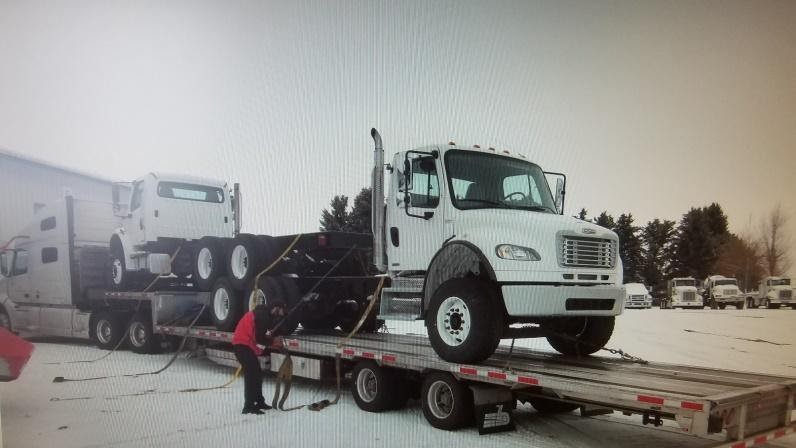 Truck Stacking Transport of two Semis