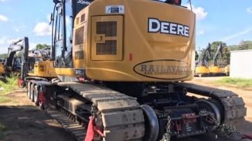 John Deere excavator transport