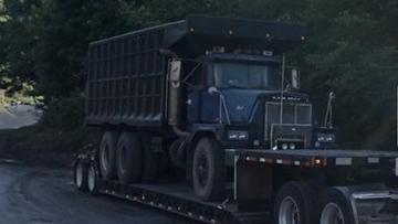 Shipping 1997 Mack RD8 Dump Truck