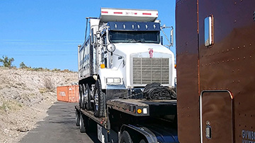 2004 Kenworth T800 Dump Truck In Transport