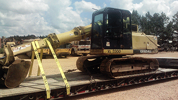 Hauling Gradall XL2200 Hydraulic Excavator