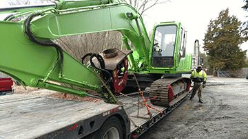 Transporting a Hitachi EX-200 LC Hydraulic Excavator