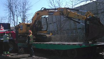 Transporting a JCB JS145 Crawler Excavator