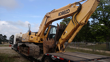 Transporting a Kobelco SK210 Hydraulic Excavator