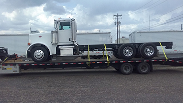 Peterbilt daycab shipped on a hotshot trailer