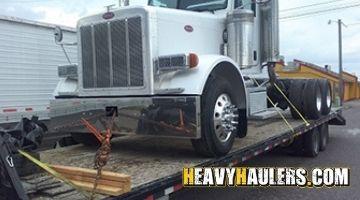 2007 peterbilt daycab transported on a hotshot trailer