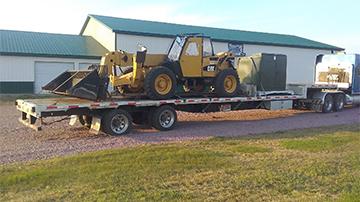 Transporting a 2004 Caterpillar TH360B telescopic handler on drop deck trailer